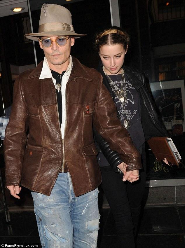09fee2281c9e За день до этой даты она была замечена в Нью-Йорке вместе со своим женихом,  50-летним актером Джонни Деппом. Парочка сняла номер в отеле Bowery Hotel и  ...