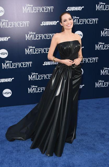 Анджелина Джоли шокировала худобой на премьере фильма ... брэд питт и анджелина джоли