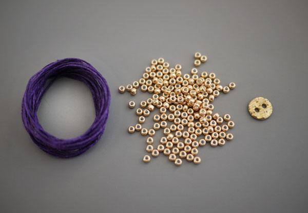 Плетём браслет из ниток поэтапно