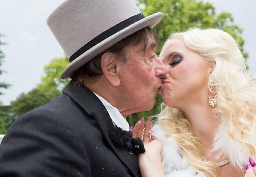 Миллионер женился на проститутке