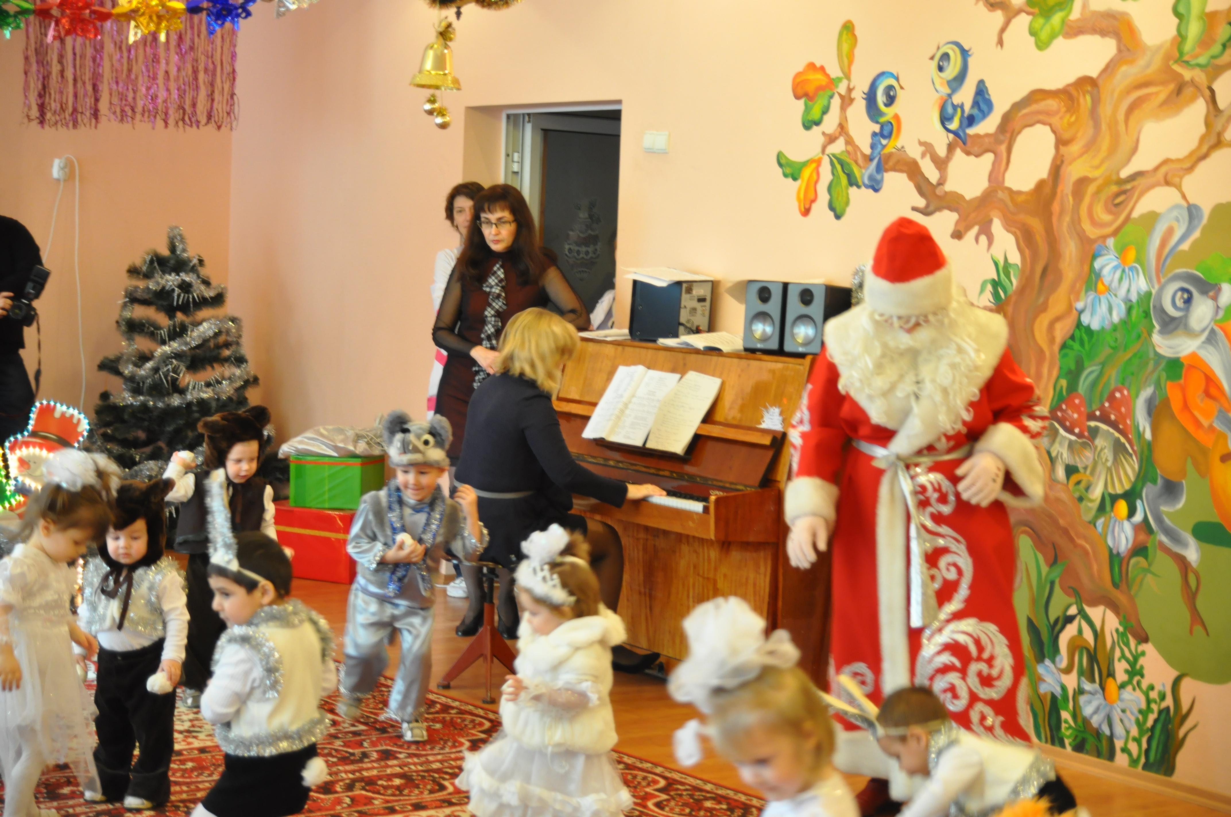 Воспитанники детских домов ДНР приняли участие в сказочном